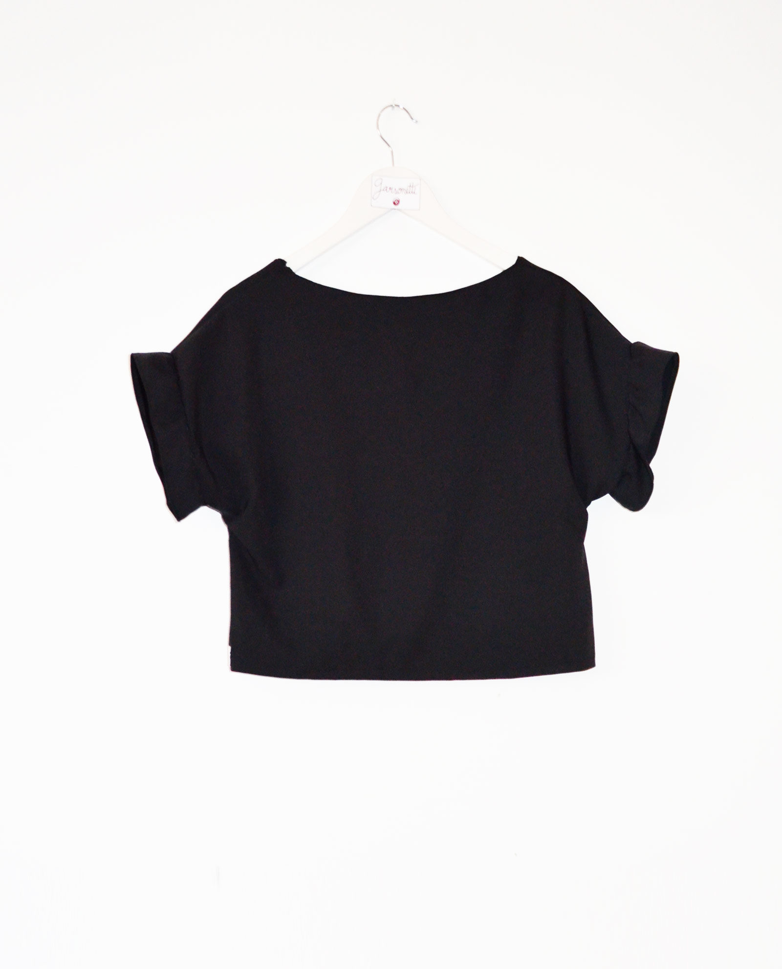 blusa-crop-top-negro-twist