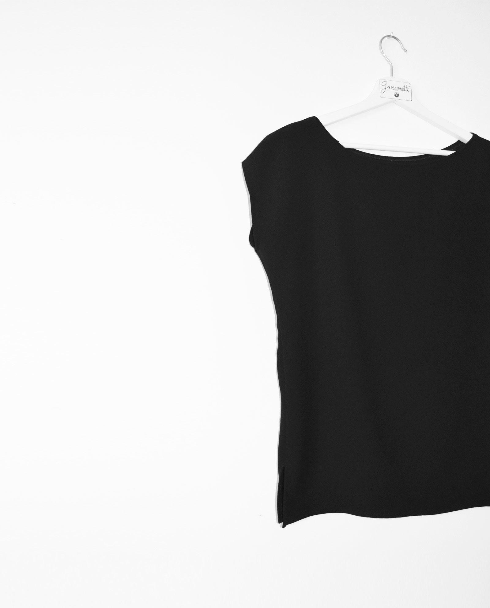 blusa-negra-escote-de-barco-1
