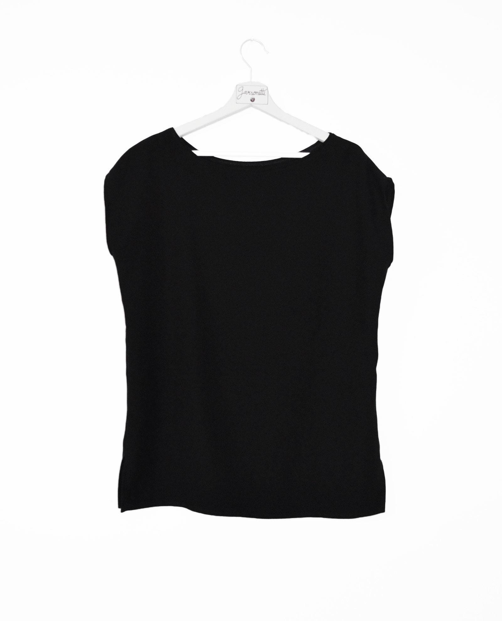 blusa-negra-escote-de-barco