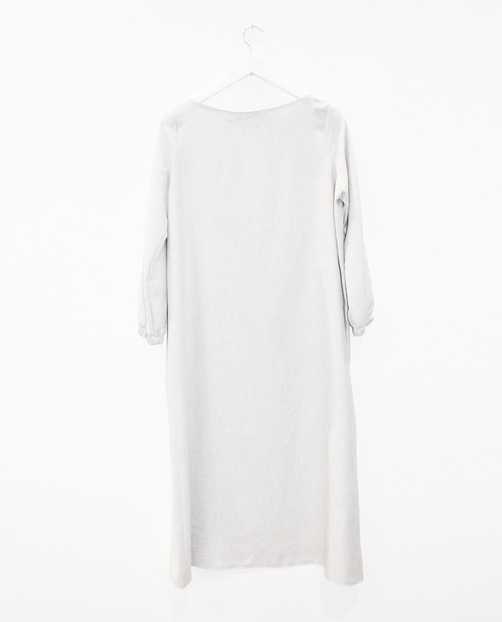 vestido-gris-midi-1